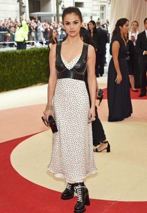 Селена Гомес тоже в Louis Vuitton