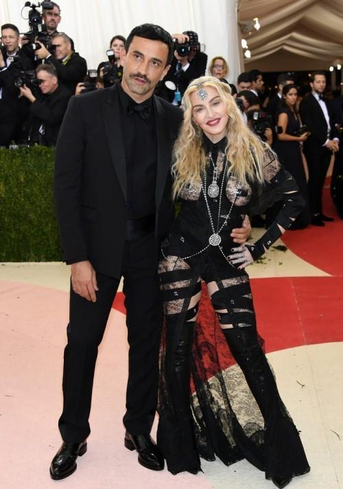 Мадонна и Рикардо Тиши. На Мадонне наряд от Givenchy