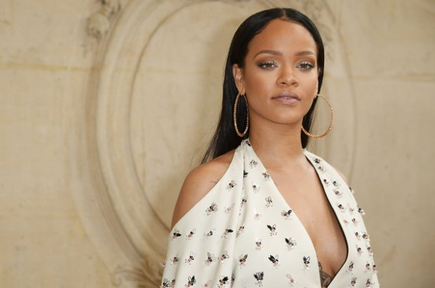 rihanna-dior-show-paris-2016-billboard-1548