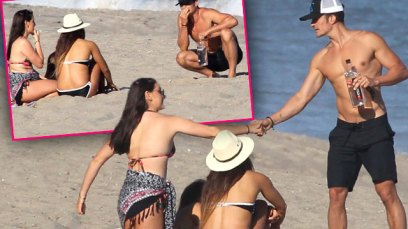 katy-perry-orlando-bloom-split-shirtless-flirting-beach-babes-pics-pp-
