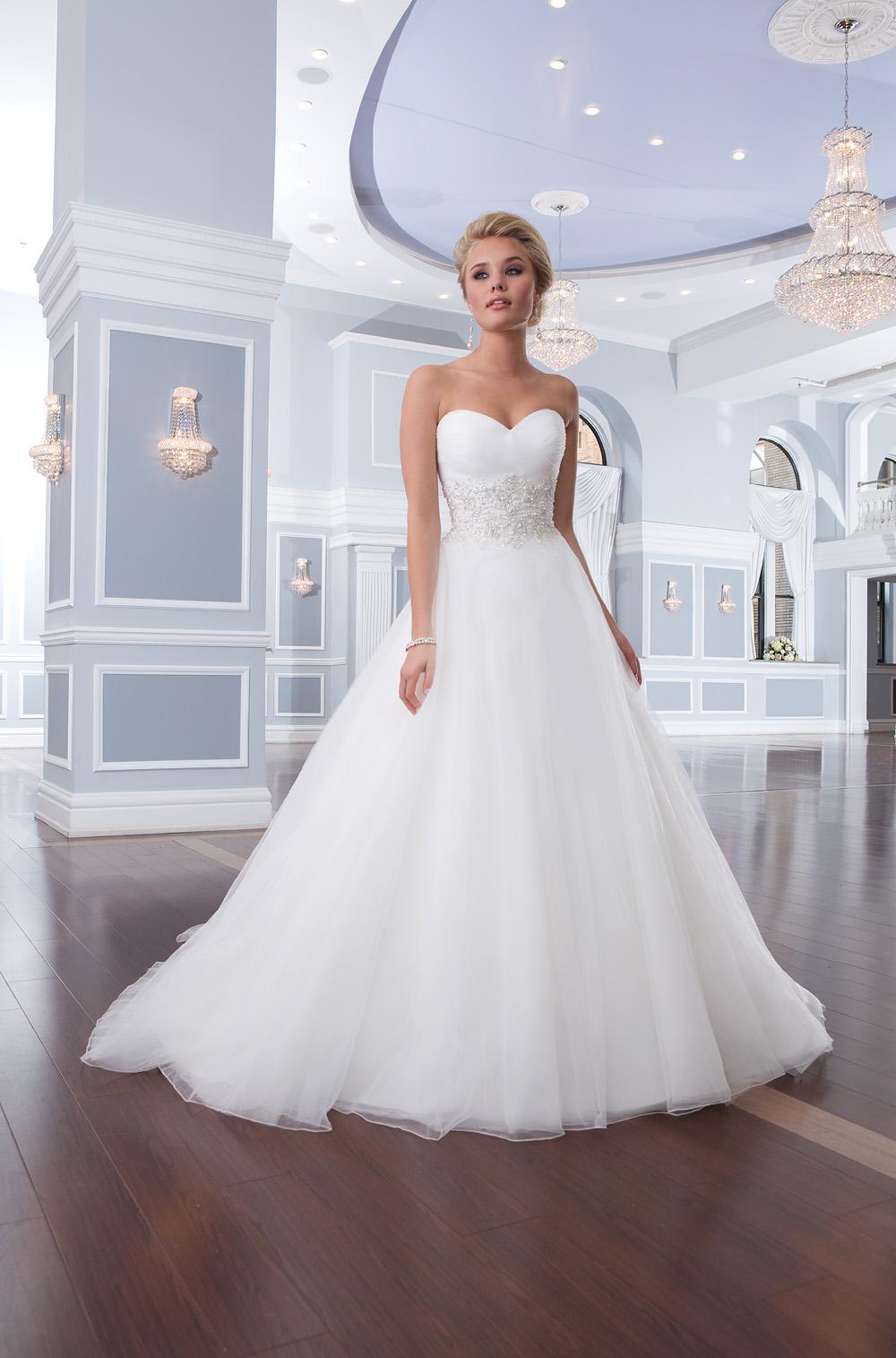 Пышное свадебное платье невесты