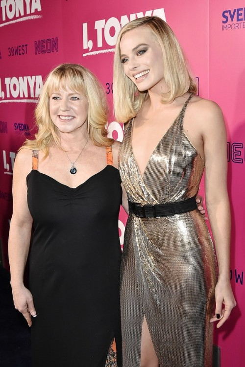 Margot-Robbie-and-Tonya-Harding[1]