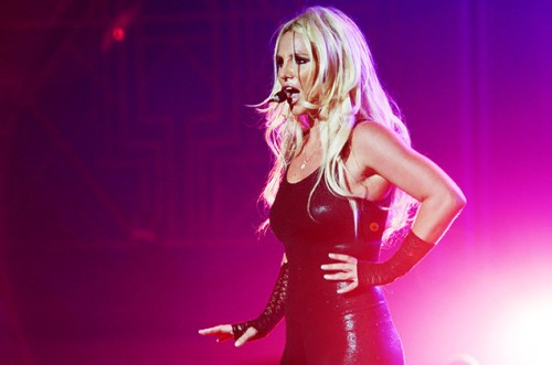 britney-spears-vegas-aug-15-2014-billboard-650[1]