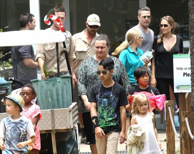 Exclusive - Brad Pitt & Angelina Jolie Take The Kids To Currumbin Wildlife Park In Queensland