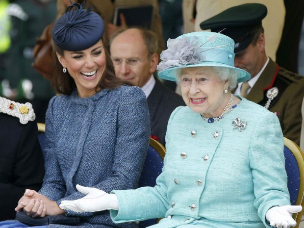 kate-middleton-queen-L-2