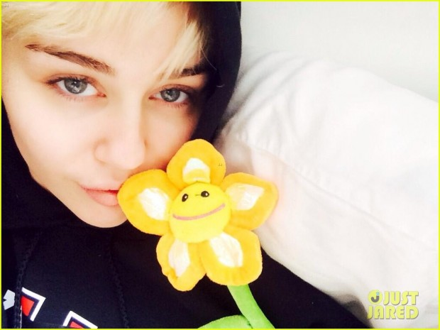 miley-cyrus-released-from-hospital-05