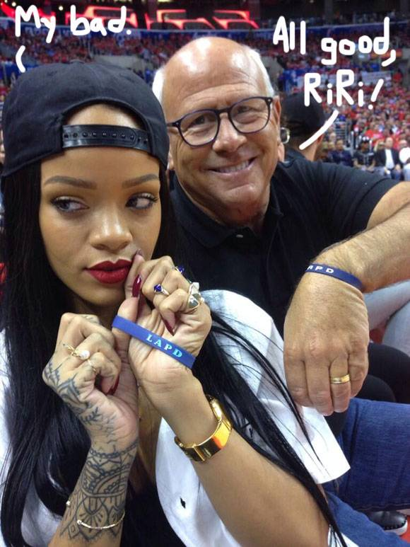 rihanna-donates-charity-los-angeles-police-commissioner-steve-soboroff__oPt